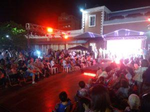 Feria solidaria y desfile en homenaje a la mujer, coparon el cuarto tramo de la Costanera de Posadas
