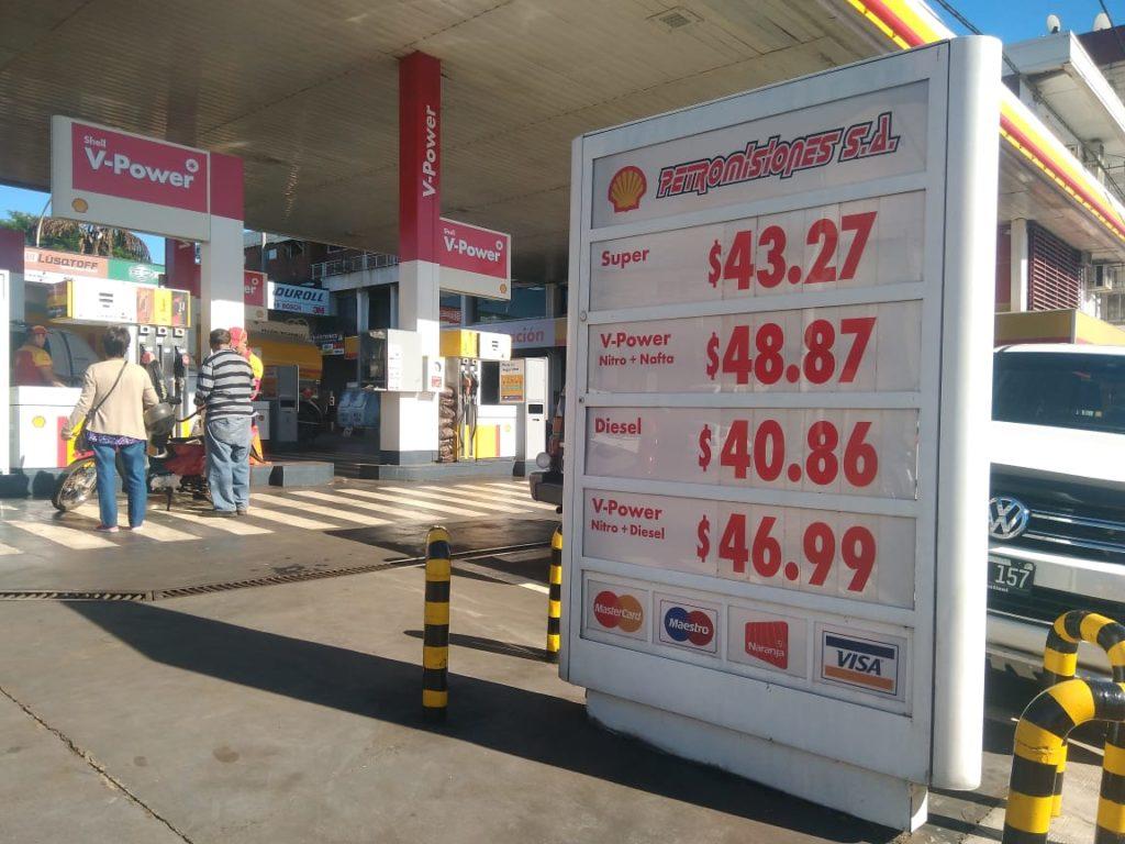 Tras el nuevo aumento la nafta súper se vende a $43 en promedio en Posadas y la premium roza los $50