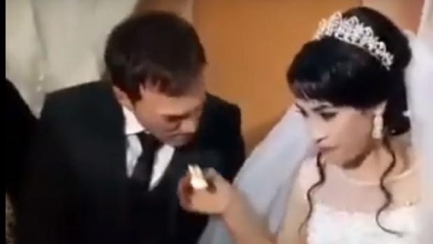 Video: le pegó un cachetazo a su esposa en plena boda y frente a todos los invitados
