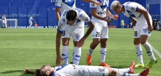 Vélez le ganó por 2-0 a Atlético Tucumán y mantiene su esperanza de llegar a la Copa Libertadores