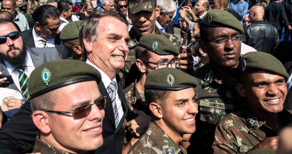Jair Bolsonaro habilitó a las Fuerzas Armadas brasileras a festejar el aniversario del golpe militar