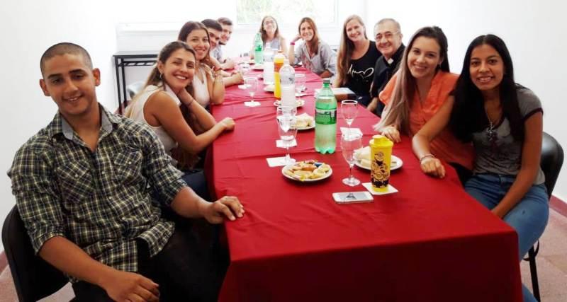 El Obispo Martínez se reunió con los alumnos de la carrera de Medicina de la UCAMI que finalizaron los ciclos de formación básica y clínica