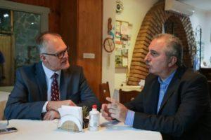 Passalacqua y el embajador de Australia, Brett Anthony Hackett, dialogaron sobre el potencial turístico, ecológico e industrial de Misiones