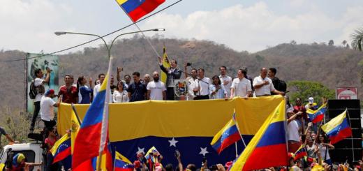 Guaidó convocó a civiles y militares opositores a marchar hacia el Palacio de Miraflores