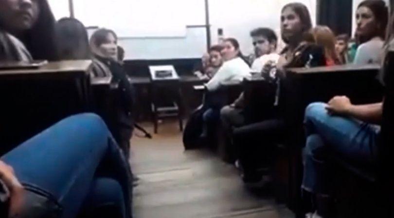 Una alumna de la UBA irrumpió en una clase y denunció al profesor por acoso sexual