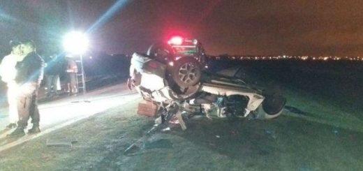 Tragedia en la autopista Córdoba-Rosario: cinco muertos al chocar un auto contra el semiremolque que se desprendió de un camión