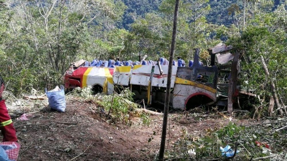 Tragedia en Bolivia: un colectivo cayó por un precipicio y al menos 25 personas murieron