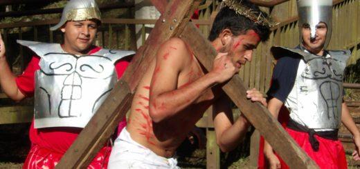 """Vía Crucis viviente: """"Ésta es la cruz de los niños silenciados a los que se les impide nacer"""""""