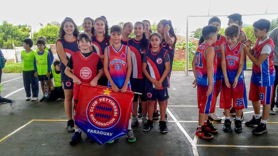 Más de 200 jóvenes participaron de la primera fecha de la Liga Municipal de Básquet