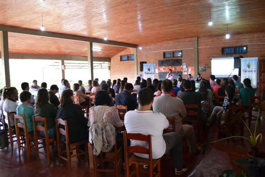 Buscan revalorizar la función de la escuela en el contexto rural con capacitaciones a docentes de zonas tabacaleras
