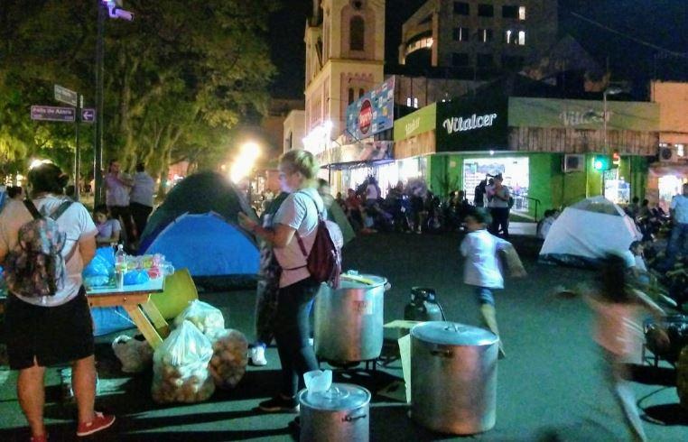 El movimiento Barrios de Pie se instaló en la Plaza 9 de Julio por puestos de trabajo