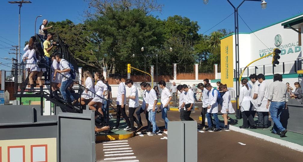 Alumnos del Instituto Posadas visitaron la sede de Vialidad Provincial
