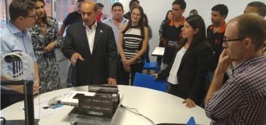 El Embajador de Emiratos Árabes se reunió con el gobernador, ministros y recorrió la Escuela de Robótica