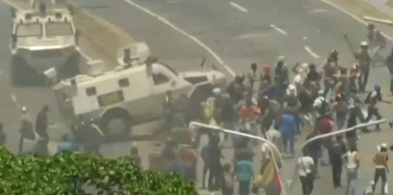 Crisis en Venezuela: un tanque militar atropelló a manifestantes