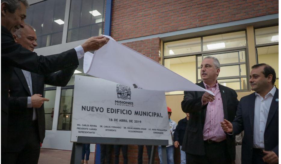 """""""La municipalidad es el corazón de cada ciudad, es el alma"""", reflexionó Passalacqua al inaugurar el nuevo edificio comunal de Oberá"""