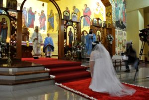 """""""Vestida de blanco"""" para comprometerse con Jesús, la joven misionera Adriana Barszcuk conmovió en su ceremonia de vestición en la Iglesia San Vladimiro"""