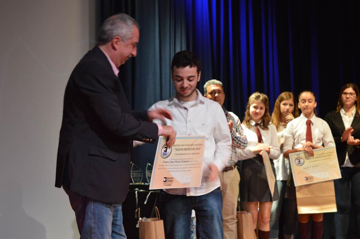 #MisionesOnline19Años: la empresa líder en periodismo por Internet volvió a premiar el esfuerzo y la excelencia con becas para estudiantes y distinciones a empresas