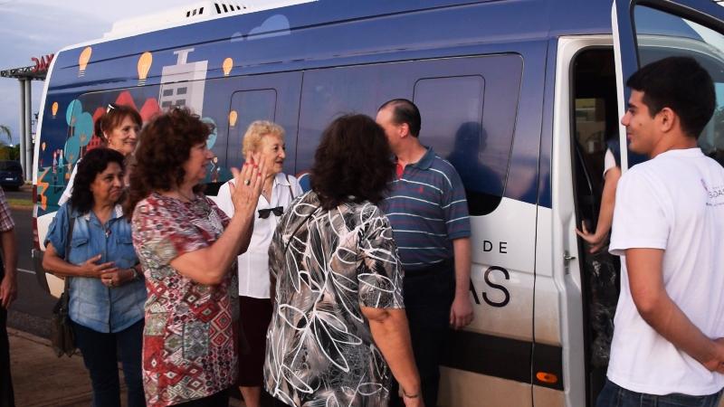 Presupuesto Participativo Posadas: el municipio brinda paseos culturales para adultos mayores con el mini bus de Villa Urquiza