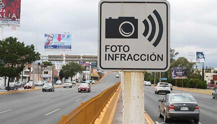 Es falsa la noticia que circula por Whatsapp de fotomultas instaladas en los semáforos de Posadas