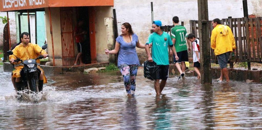 Casi 13 mil familias fueron afectadas por las inundaciones en Asunción