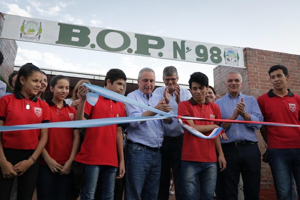 Passalacqua inauguró el flamante edificio del Bachillerato Orientado Provincial 98 en Puerto Esperanza