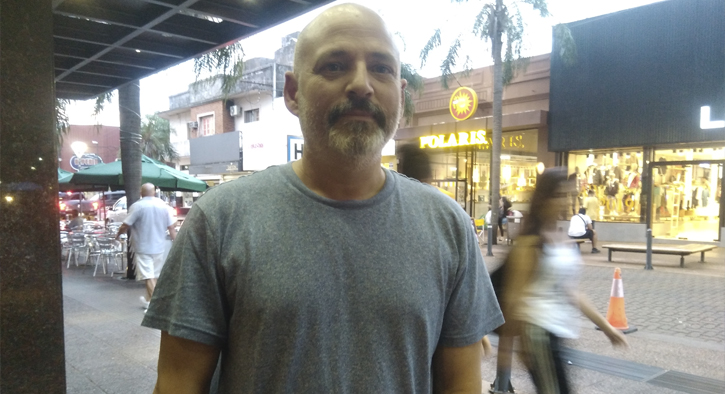 Mario Segade, el guionista de «El Puntero» y «Resistiré», está en Posadas dictando un seminario de actuación