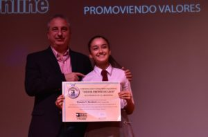 #ConcursoMejorPromedio: Pamela Reichert, la alumna 10 de Ituzaingó recibió un diploma de mano del gobernador Hugo Passalacqua