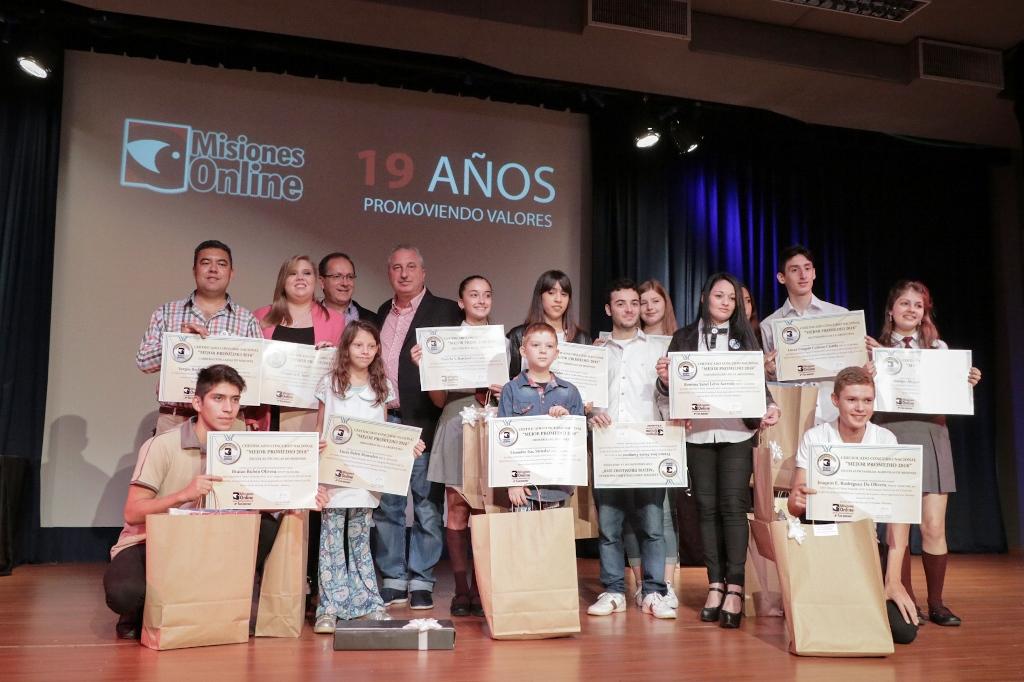 #MisionesOnline19Años: Passalacqua entregó certificados a los alumnos con mejor promedio de todos los niveles educativos