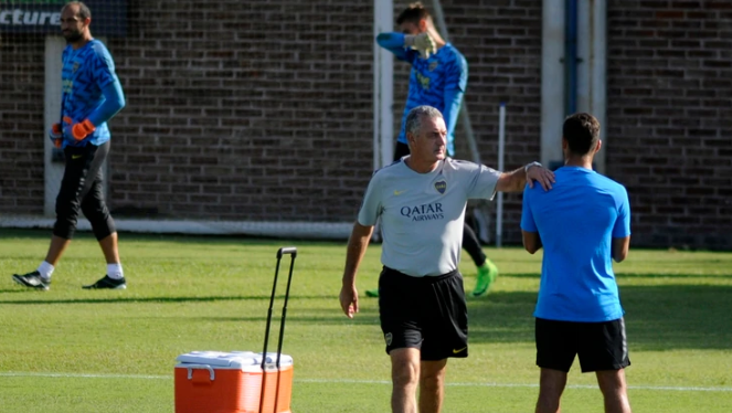 Alfaro prepara varios cambios en Boca tras el duro golpe frente a Atlético Paranaense por la Copa