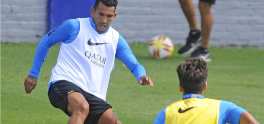 Carlos Tevez tiene un esguince de rodilla y será baja en Boca para el debut en la Copa Argentina