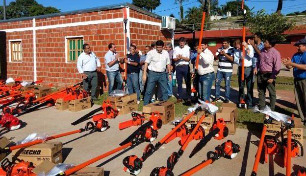Losada entregó maquinarias para empleados municipales de Posadas