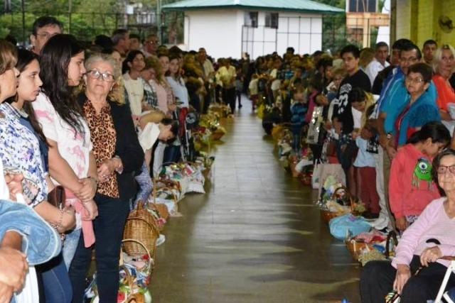 Una multitud colmó la Expo Yerba de Apóstoles en la tradicional bendición de alimentos pascuales