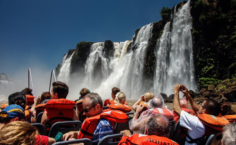 Cataratas: casi 10 mil turistas ingresaron antes del mediodía en este Viernes Santo