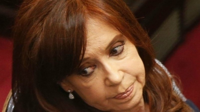 Un fiscal le prohibió a Cristina Kirchner viajar a Cuba a fin de mes