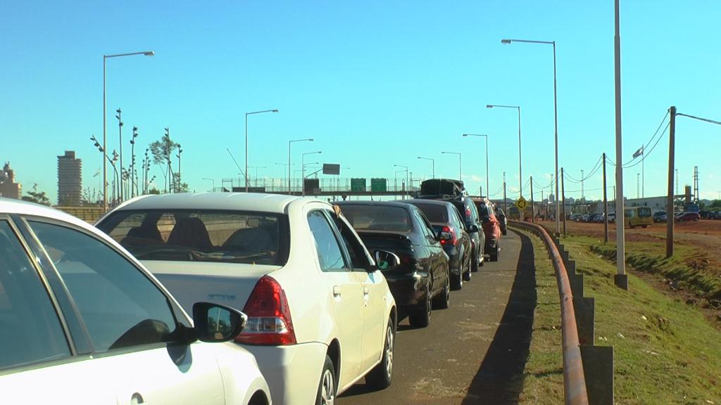 Compras de Semana Santa: filas de hasta una hora para cruzar a Paraguay