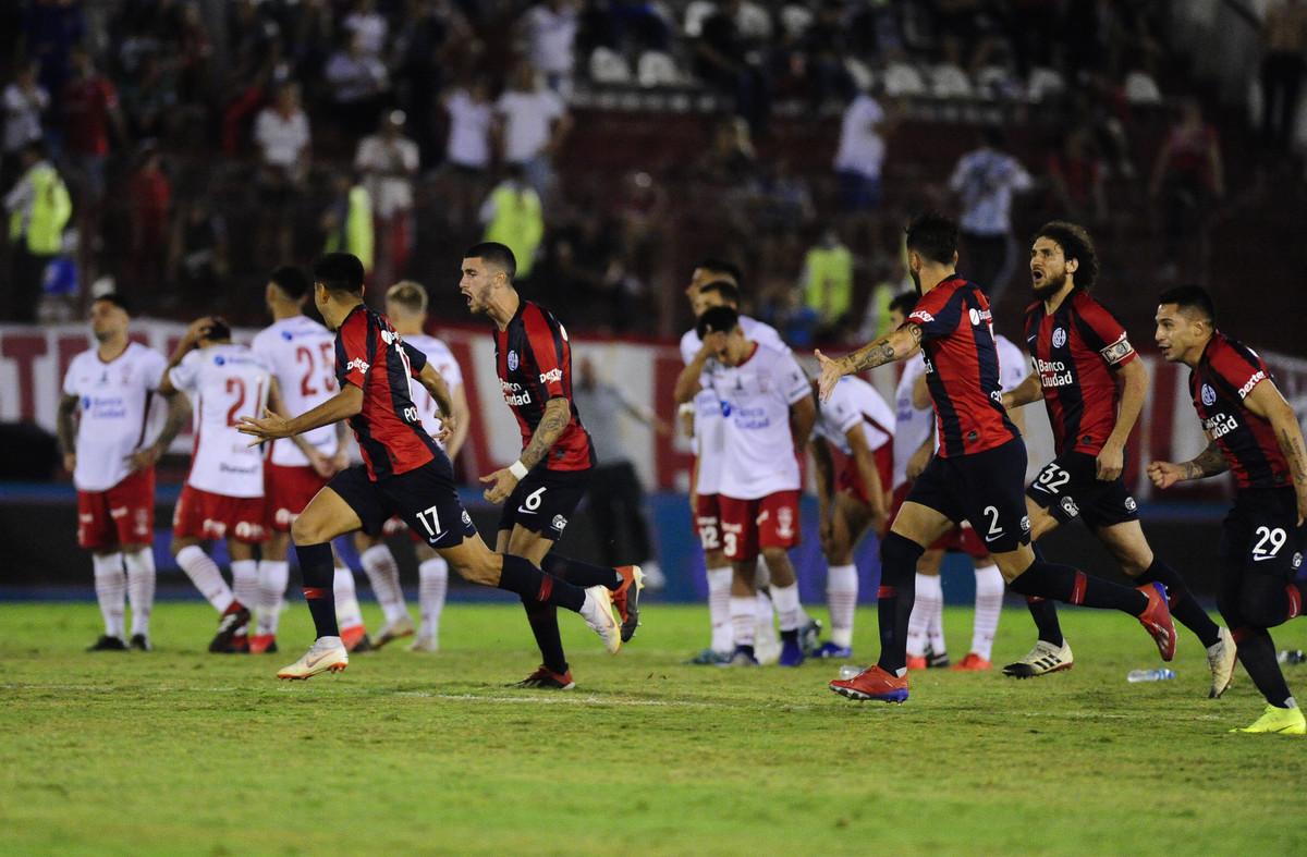 San Lorenzo eliminó por penales a Huracán y avanzó a los octavos de final de la Copa de la Superliga
