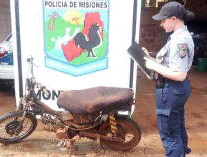 Montecarlo: tras un amplio operativo, policías recuperaron una motocicleta robada