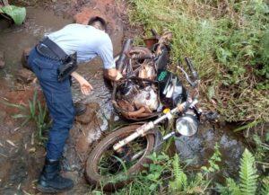 Campo Grande: robaron una moto y tras caer en un arroyo, la dejaron abandonada