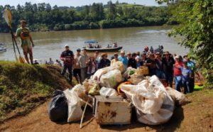 Limpieza en el río Uruguay: sacaron unas cinco toneladas de basura en cercanías de El Soberbio y San Javier