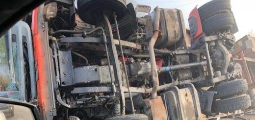 Camión embistió a un colectivo que salió de Misiones cerca de La Francia, Córdoba: murió el chofer del micro de larga distancia y hay dos heridos graves