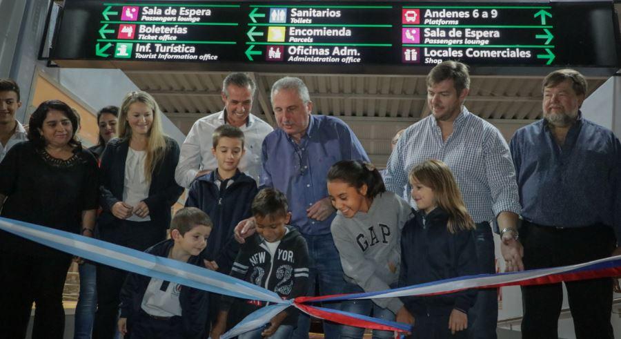"""Passalacqua inauguró ampliación de la terminal y el """"Espacio Joven"""" en Apóstoles"""