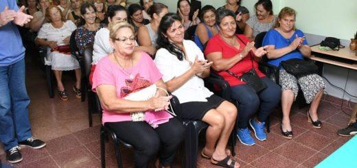 La EBY entregó libretas sanitarias para voluntarios sociales que trabajan en comedores barriales