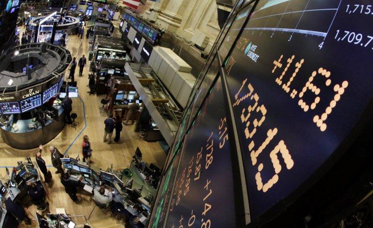 El dólar, la tasa y el riesgo país cerraron la semana en baja