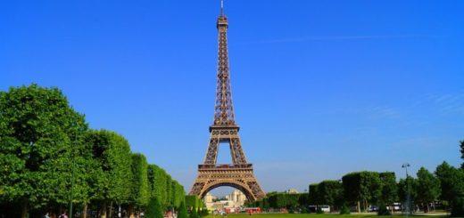 Francia: la Torre Eiffel es cerrada y evacuada por un hombre que escaló la estructura