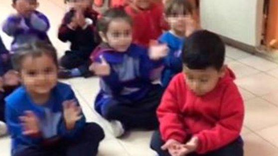 Video: una maestra jardinera humilló a un nene de 5 años por la eliminación de River