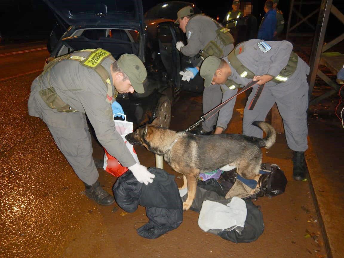 Detienen a dos personas e incautan más de 4 kilos de marihuana cerca de Iguazú