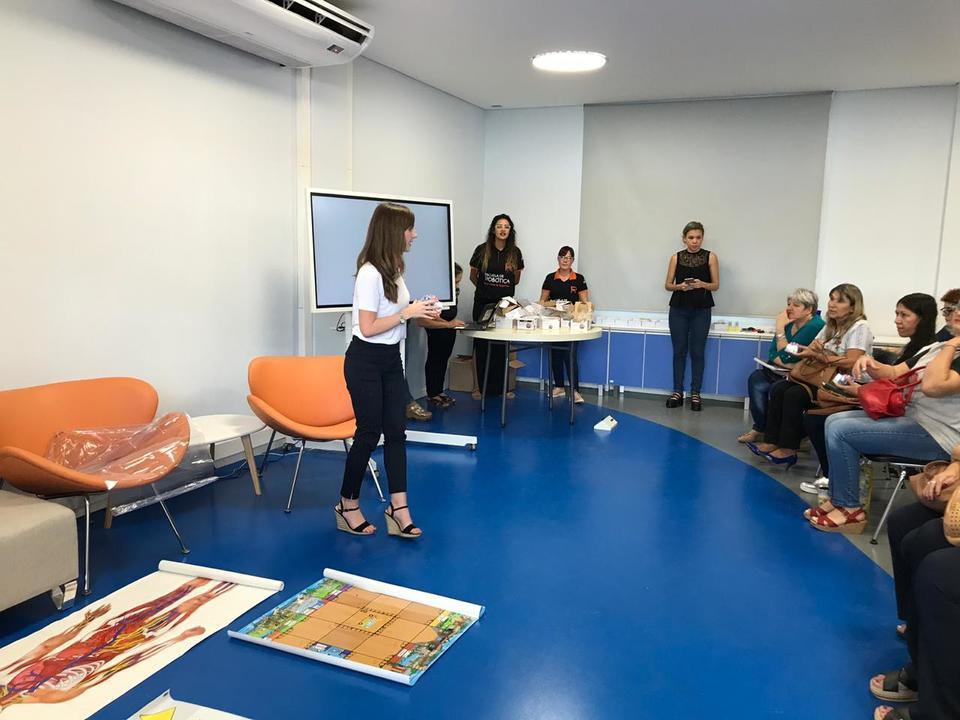 Sensibilizan a docentes para el uso de herramientas robóticas en el aula