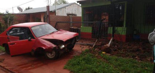 Candelaria: quiso esquivar un perro y terminó impactando contra una vivienda