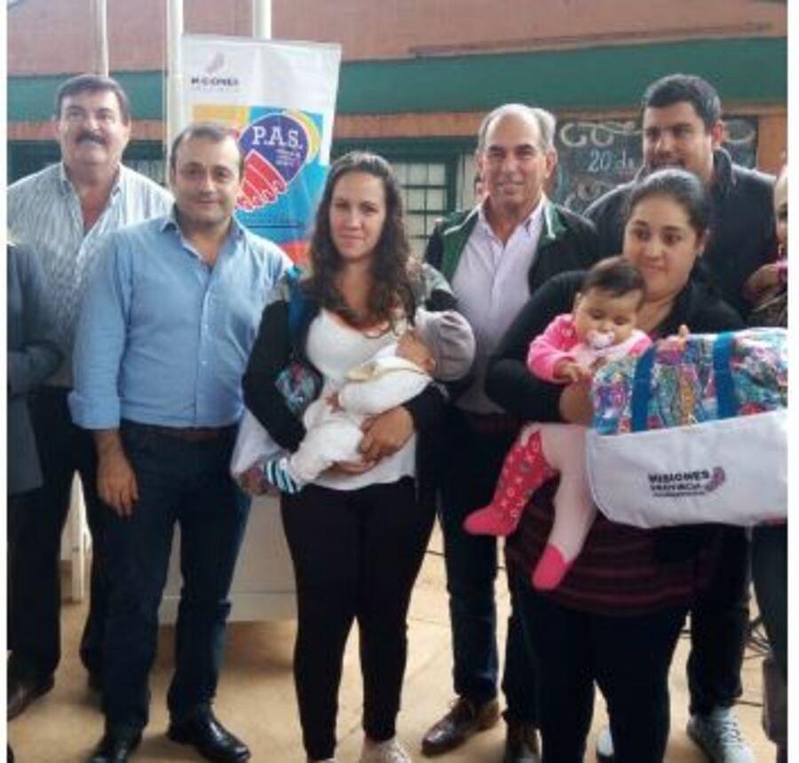 Posadas: Oscar Herrera Ahuad y «Lalo» Stelatto participaron de un operativo del PAS en el barrio Los Paraísos