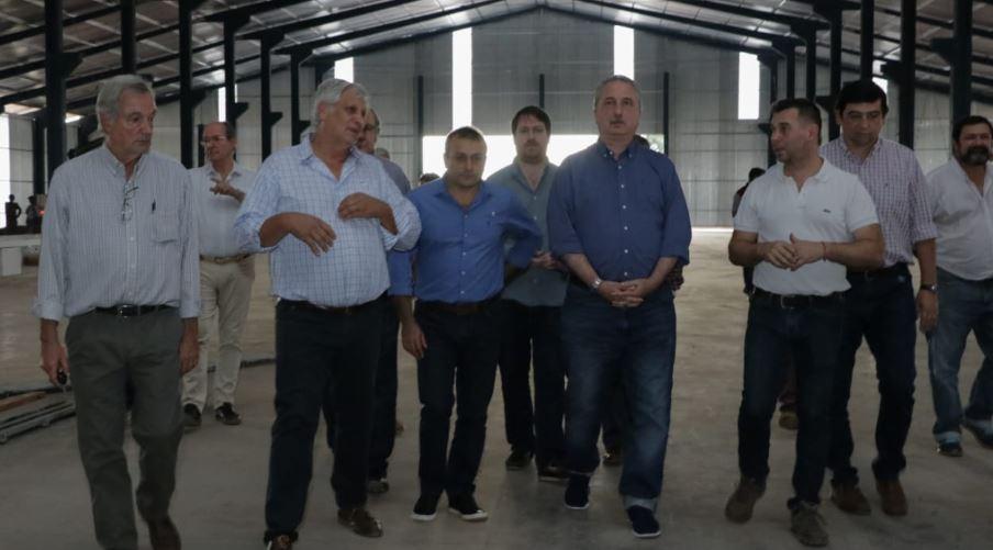 Passalacqua recorrió la fábrica de casas de madera industrializada en el Parque Industrial Posadas